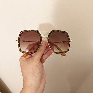 Accessories - Trendy tortoise oversized sunglasses